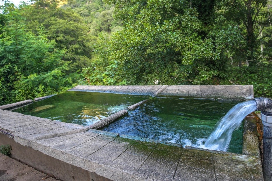 Lavoir source thermale bains de guitera 3243 2